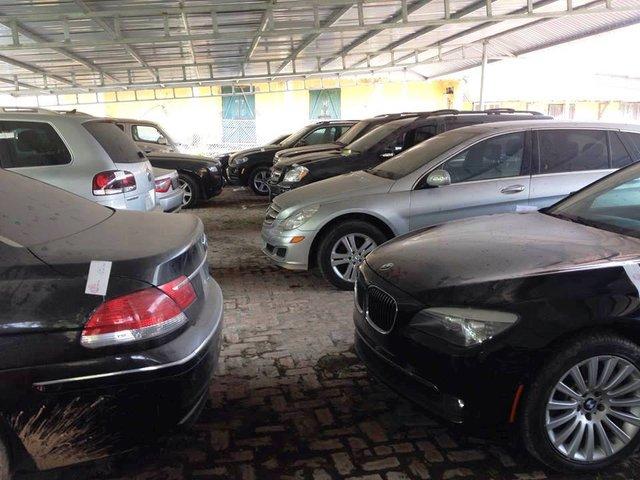 Nếu không cẩn thận, người mua xe cũ sẽ dễ bị lừa, mất hàng trăm triệu.