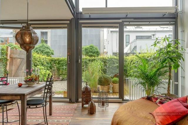 Thiết kế này chính là điểm nhấn đắt giá trong toàn bộ căn nhà tạo cho người xem cảm giác xóa bỏ hoàn toàn khoảng cách giữa con người với thiên nhiên.