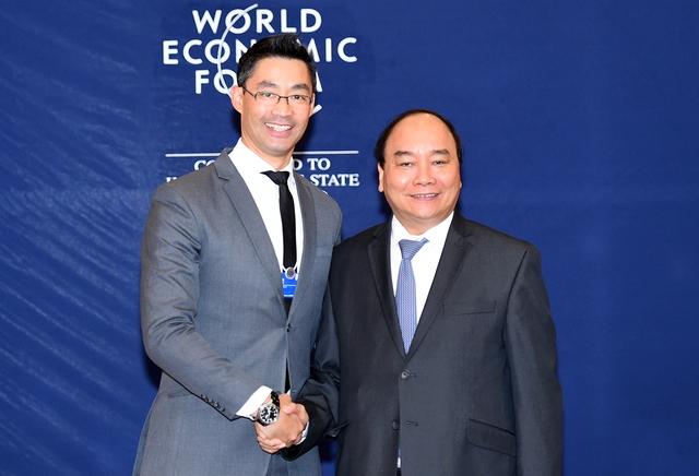 Thủ tướng Nguyễn Xuân Phúc tiếp Giám đốc điều hành WEF Philipp Roesler. Ảnh: VGP/Quang Hiếu
