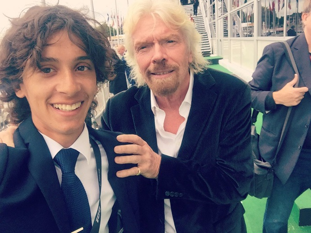 Anh đam mê tìm hiểu về những xu hướng mới trong ngành hàng không. Anh lấy cảm hứng từ Richard Branson. Bramson đã trở thành người anh hùng đối với Macheras ngay sau khi anh này có cơ hội được gặp mặt vị tỷ phú.