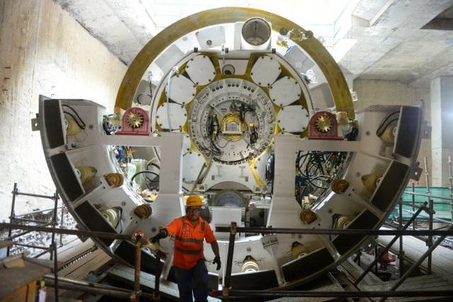 Robot TBM được vận chuyển từ Nhật Bản về Việt Namvà lắp ráp tại nhà ga Ba Son.