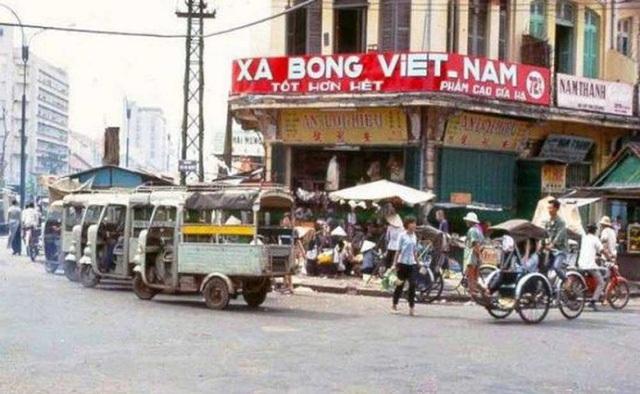 Mẫu quảng cáo xà bông Việt Nam trên đường Hàm Nghi. (Ảnh tư liệu)