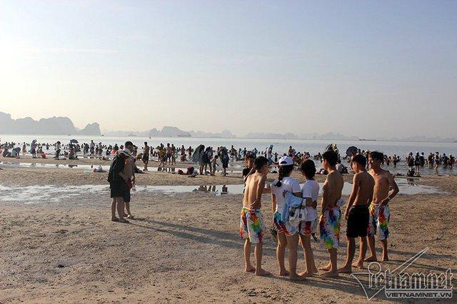 Hạ Long: Lao ra biển từ sáng sớm tránh nóng 40 độ - ảnh 5