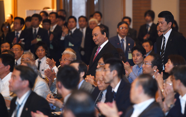 Thủ tướng đối thoại và trả lời nhiều câu hỏi nêu ra liên quan đến nhiều vấn đề quốc tế và chính sách của Việt Nam. Ảnh: VGP/Quang Hiếu