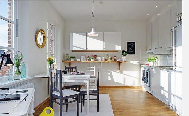 Mọi không gian trong nhà từ phòng khách, bếp, nơi ngủ nghỉ được bố trí rất gọn gàng và tràn ngập ánh sáng.
