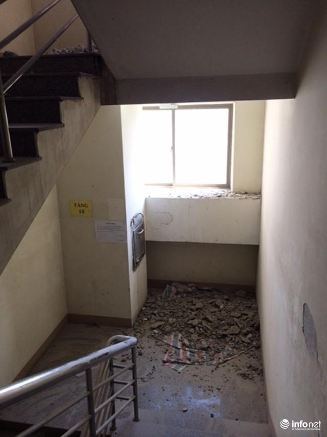 Các tầng được đục khoét để lắp đặt hệ thống thông gió.