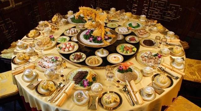 Ăn uống linh đình và lãng phí là một trong những khẩu nghiệp thường mắc phải mà ít ai ngờ tới