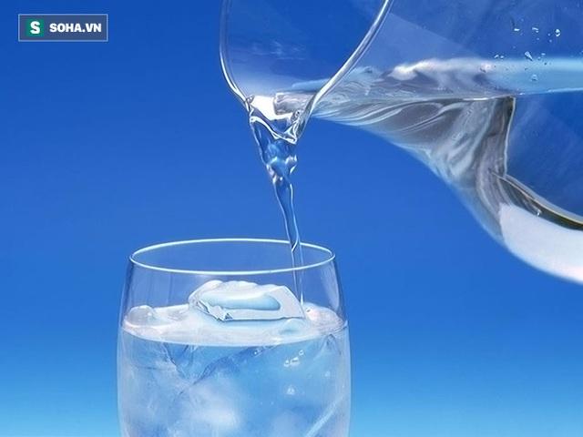 Uống nhiều nước sẽ giảm gánh nặng cho thận.