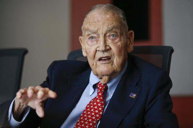 Jack Bogle - nhà sáng lập đại tài của công ty quản lý tiền lớn thứ 2 thế giới