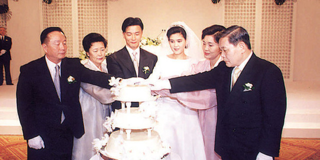 Đám cưới của bà Lee Boo-jin và ông Im Woo-jae năm 1999. Ảnh: KOREA HERALD