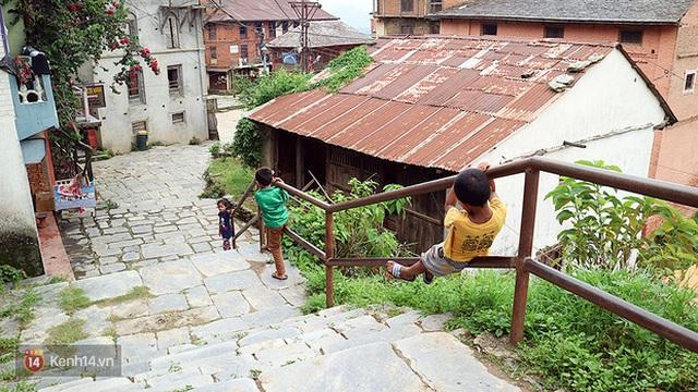 Thiếu điện và internet không làm cho cuộc sống của trẻ em nơi đây trở nên buồn tẻ.