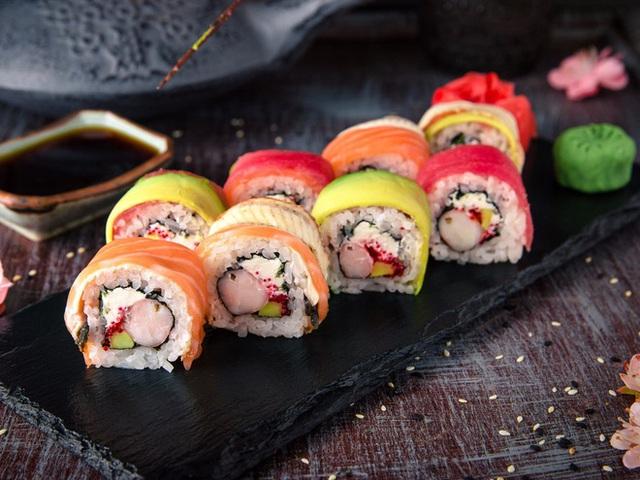 Các phi công cũng không được phép ăn cá sống trước và trong chuyến bay để hạn chế sự cố về sức khỏe. Ảnh: Shutterstock
