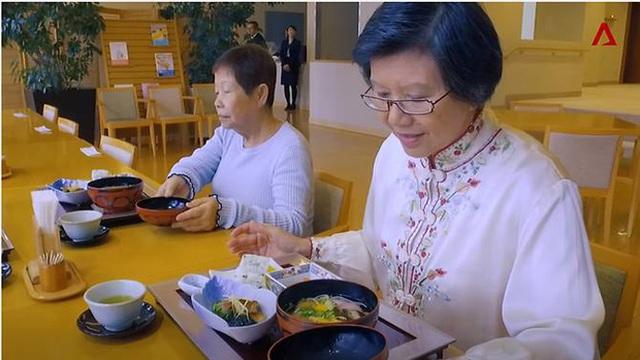 Bữa ăn cho người già sống ở Maihama Club được cung cấp bởi các nhà hàng đạt chuẩn sao.
