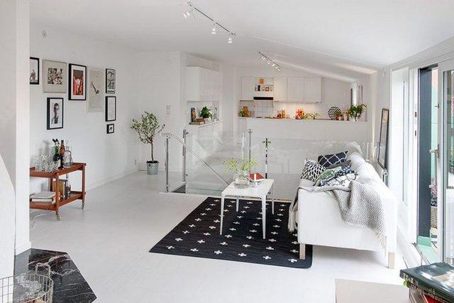 Tuy diện tích sàn khá hẹp nhưng bù lại căn hộ lại được thiết kế 2 tầng với tầng 1 được sử dụng làm khu nhà tắm, phòng ngủ.