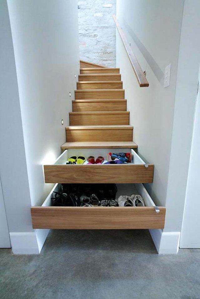 Bạn cũng có thể có một kho đồ bí mật khi mỗi bậc cầu thang được tận dụng làm ngăn kéo để đồ vô cùng tiện lợi và kín đáo thế này.