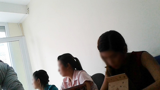 Tại các trung tâm có nguyên 1 đội túc trực sẵn sàng tư vấn, hướng dẫn để lừa đảo sinh viên vào bẫy việc làm để chiếm đoạt tiền.