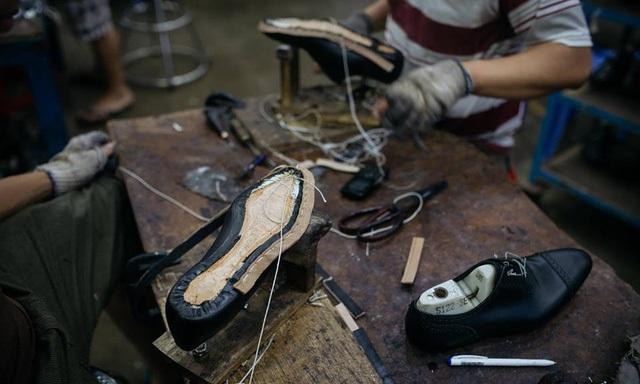 Xưởng giày của Lê Huy Tiến hiện có trên 150 nhân công, cho năng suất 300 đôi giày thủ công mỗi ngày
