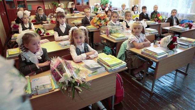 Ngày đầu tiên đến trường của học sinh Nga.