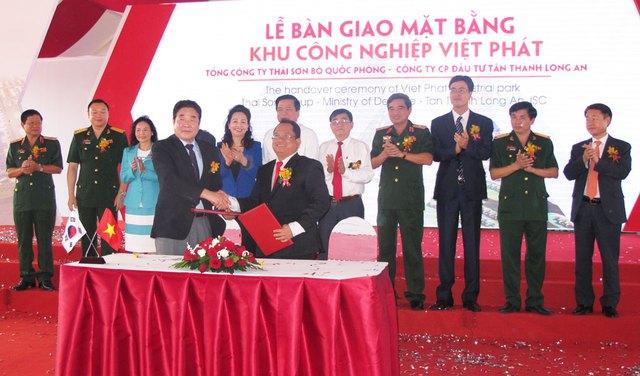 Lễ bàn giao mặt bằng KCN Việt Phát