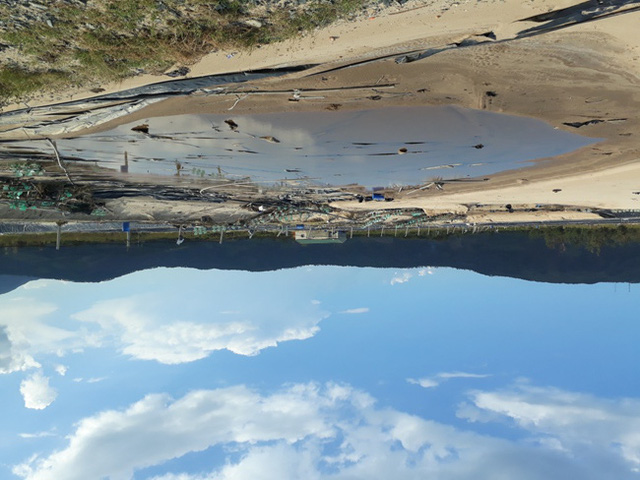 Hồ nuôi tôm trên cát của Công ty TNHH Growbets bị bão tàn phá.