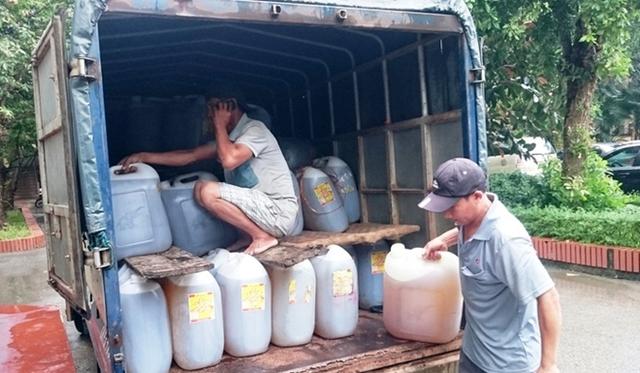 Toàn bộ dầu ăn không rõ nguồn gốc được đưa về Công an TP Vinh để điều tra, xử lý.