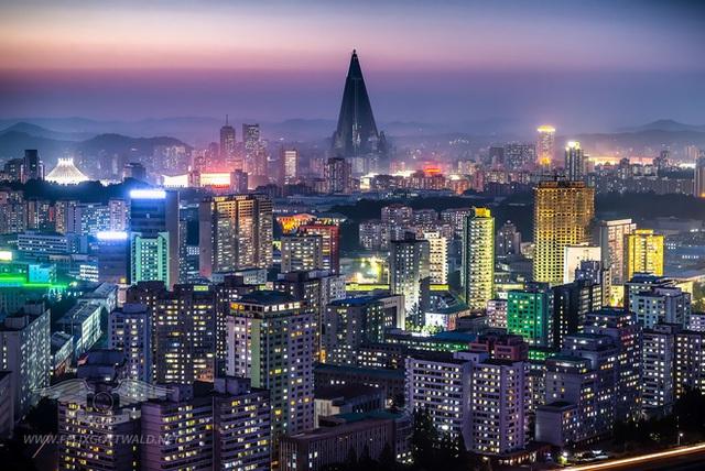 Thủ đô Bình Nhưỡng về đêm (Ảnh: Business Insider)