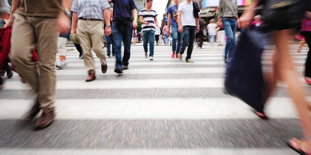 Phố đi bộ là một cách khuyến khích người dân vận động tiết kiệm chi phí