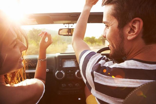 Thật bất ngờ khi âm nhạc lạ hoặc nhàm chán mới là lựa chọn tốt nhất cho việc lái xe an toàn.