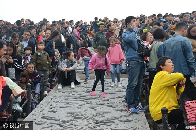 Dân số hiện tại của Trung Quốc là hơn 1,4 tỷ người và chiếm 18,47% dân số thế giới. (Nguồn: 163)