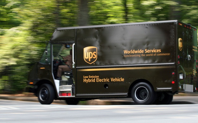 Sử dụng những chiếc xe tiết kiệm nhiên liệu là một phần, UPS quyết tâm tiết kiệm nhiều hơn với hành động chỉ rẽ phải.