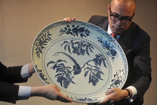 Một chiếc bát sứ nhỏ của có thể được bán cả triệu đô: Điều gì làm nên mức giá ngất ngưởng của gốm sứ Trung - Ảnh 3.