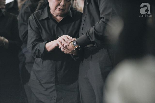 Những hình ảnh xúc động trong lễ tang nhà giáo Văn Như Cương - Ảnh 3.