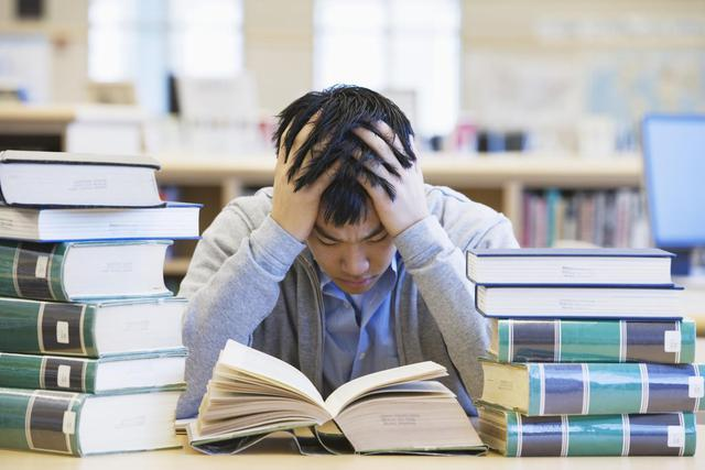 Đọc sách là thói quen của các tỉ phú- Ảnh minh họa.