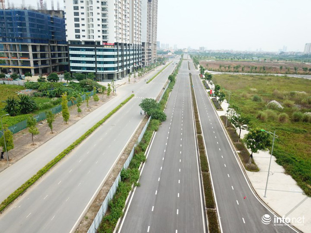 Con đường 60m Ngoại Giao Đoàn kết nối khu Ngoại giao đoàn với Võ Chí Công, Phạm Văn Đồng sẽ được hoàn thành sớm trong thời gian tới. Sau thời gian dài thực hiện công tác giải phóng mặt bằng của đơn vị phát triển dự án Starlake, đến nay đoạn đường cuối cùng dài hơn 300m (nối với đường Võ Chí Công) đã được hoàn thiện.