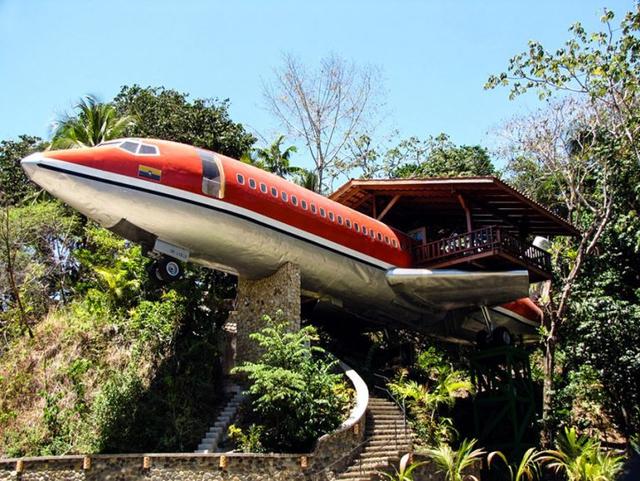 Với giá mua chiếc máy bay cũ 2.000 USD cộng thêm chi phí cải tạo sửa chữa 24.000 USD, bà cụ người Mỹ đã sở hữu cho mình một không gian sống lý tưởng và vô cùng độc đáo.