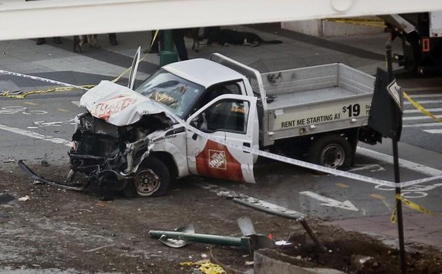 Chiếc xe bán tải của hung thủ (Ảnh: AP)