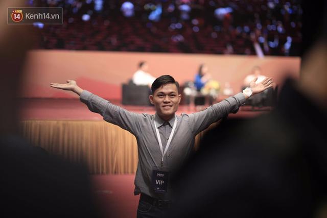 Anh bị BTC ngăn cản ý định tặng quà cho Jack Ma.
