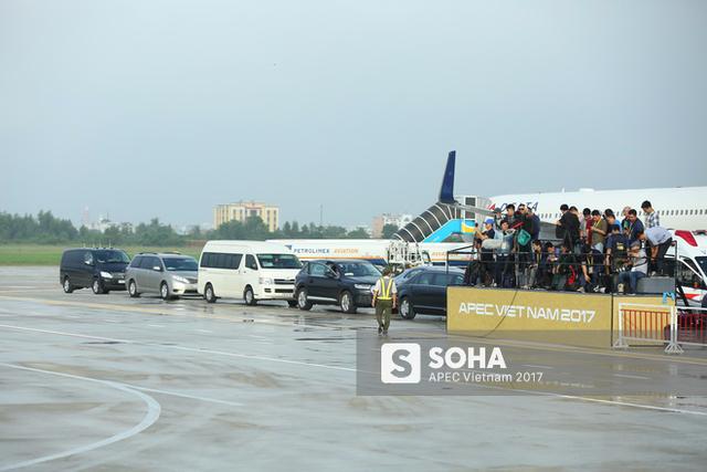 Đoàn xe đón tổng thống Putin có mặt trong sân bay lúc hơn 7h sáng nay