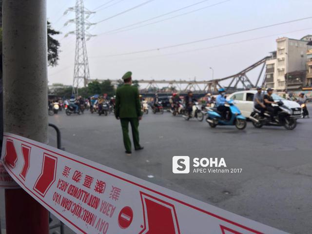 [LIVE] Tổng Mỹ Donald Trump bước xuống chuyên cơ Air Force One, bắt đầu thăm Việt Nam - Ảnh 3.