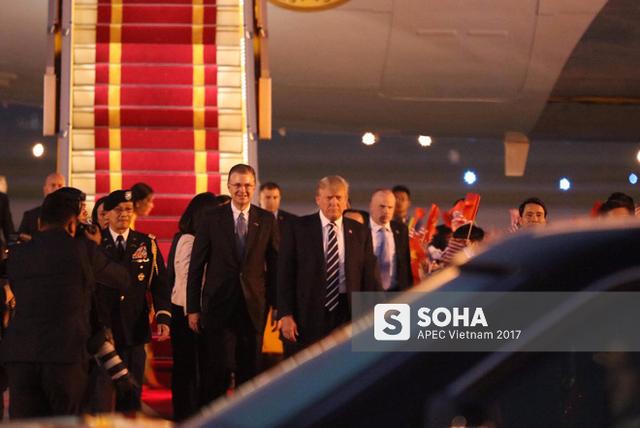 Tổng thống Trump bước cùng tân Đại sứ Mỹ tại Việt Nam Daniel Kritenbrink