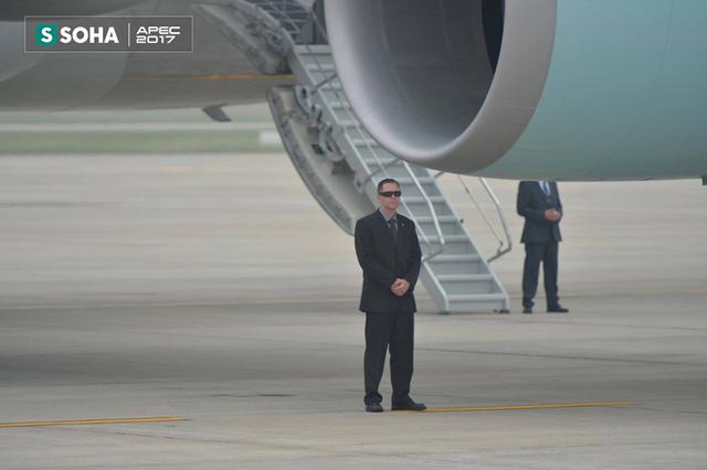 Các vị trí quanh chuyên cơ Air Force One đều có Mật vụ bảo vệ