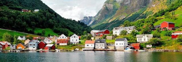 Na Uy là 1 trong những nước Bắc Âu nổi tiếng khi có tỷ lệ GDP bình quân đầu người thuộc hàng TOP trên thế giới. Với mức GDP đạt 69296 USD (khoảng 1,582 tỉ đồng) đã giúp Na Uy đứng hàng thứ 8 trong số các quốc gia giàu nhất thế giới.