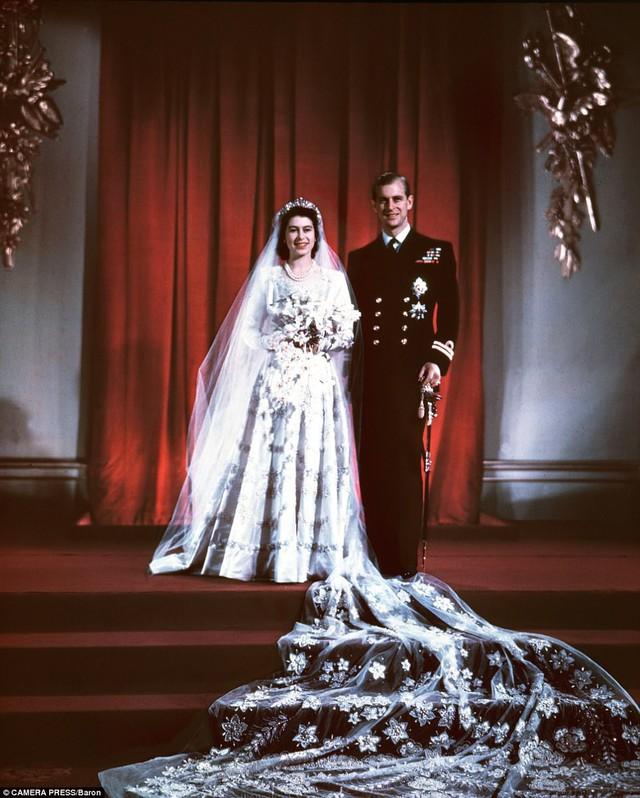 Bức ảnh được chụp trong đám cưới tại cung điện Buckingham, London, Anh vào năm 1947.
