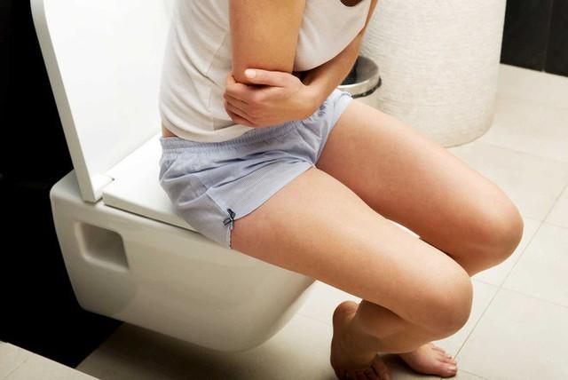 Một trong những nguyên nhân phổ biến gây tiêu chảy là viêm dạ dày ruột.