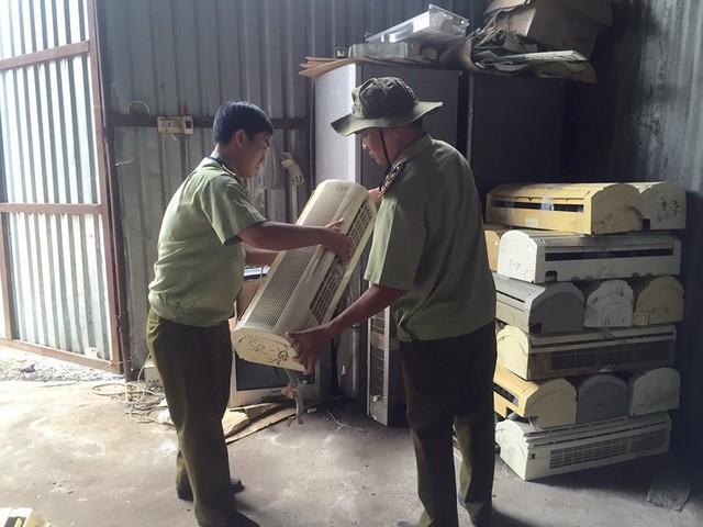 Máy lạnh cũ sau khi được tân trang bán ra thị trường khoảng 5 triệu đồng/bộ