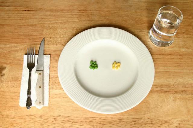Ăn kiêng thấp calo, với mức dưới 800 kcal/ngày phải được giám sát y tế.