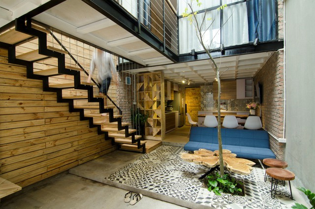 Loại cầu thang này phù hợp với hầu hết các mẫu kiến trúc, nội thất trong gia đình.