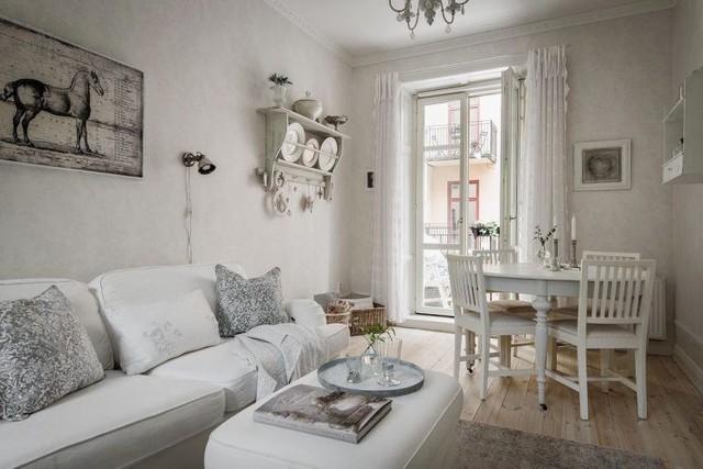 Cách chọn lựa những vật dụng, nội thất đơn giản trong căn hộ này còn mang lại cảm giác rộng thoáng hơn.
