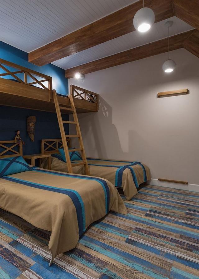 Không gian ngủ của hai con trai cũng được thiết kế đẹp và thuận tiện.