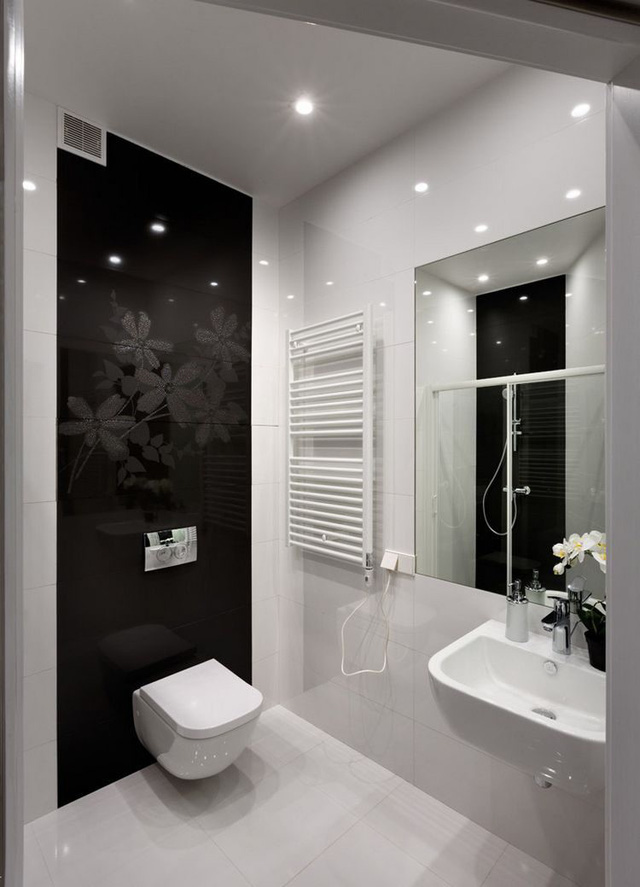 Khu vệ sinh rộng được trang bị nhiều nội thất hiện đại.